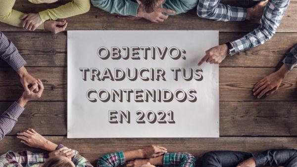 Personas reunidas alrededor de una mesa y un cartel que dice Objetivo: traducir tus contenidos en 2021